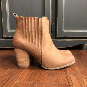 Steve Madden Suede Brown Chelsea Heeled Boots